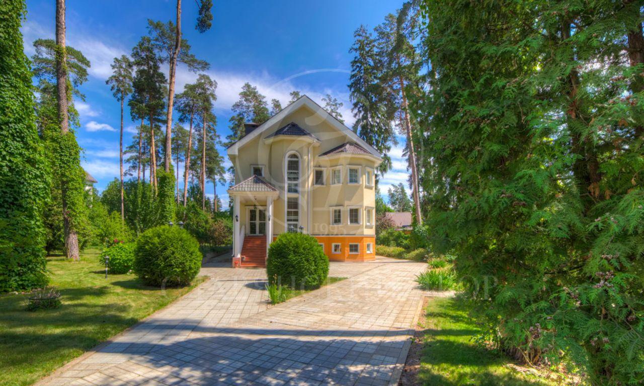 На продажу дом впоселке Дунино