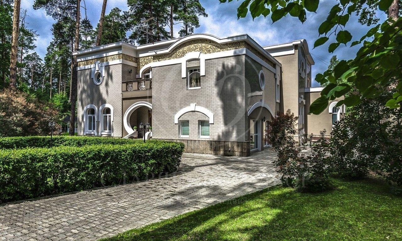 Варенду дом впоселке Жуковка Правая сторона