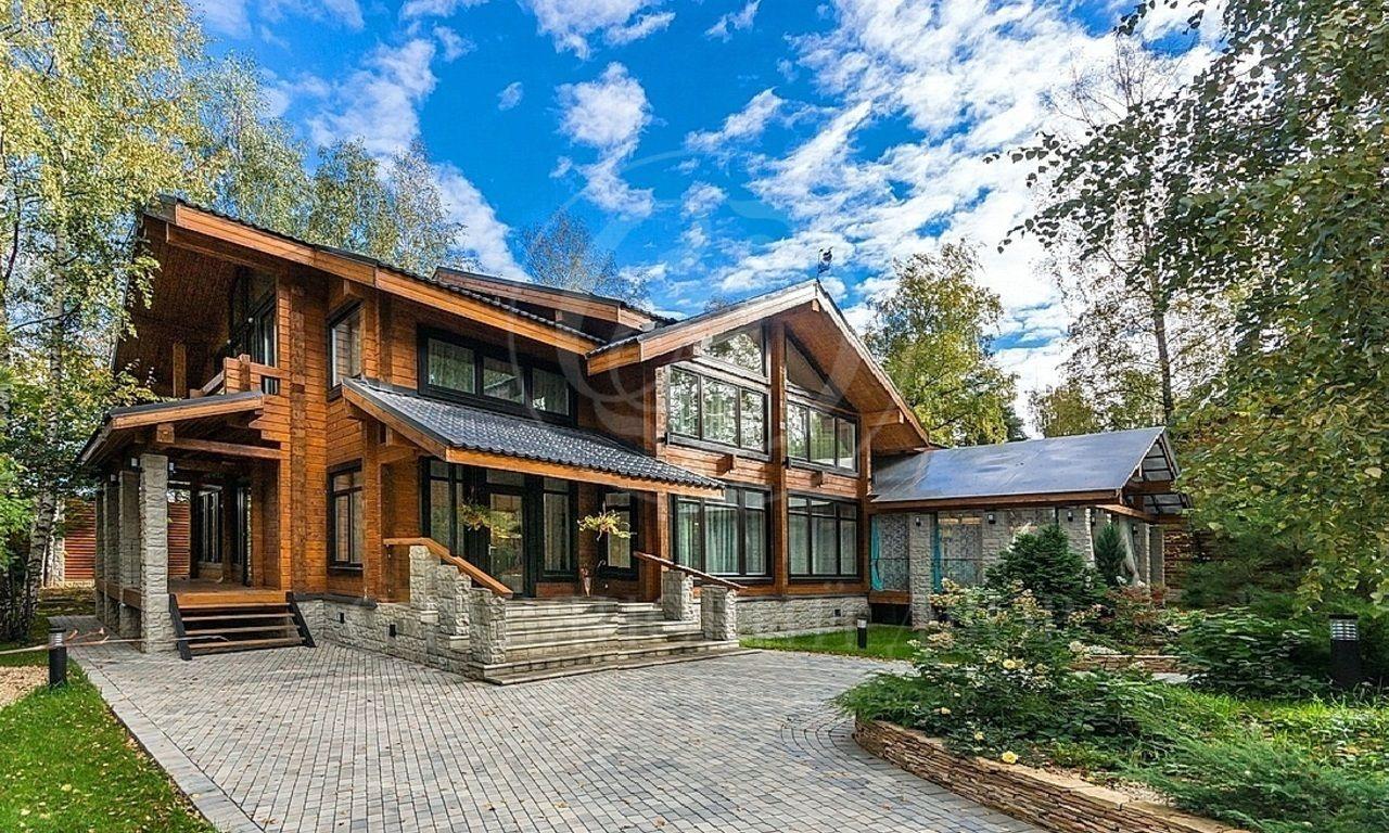 Новый, роскошный деревянный дом на Рублевке