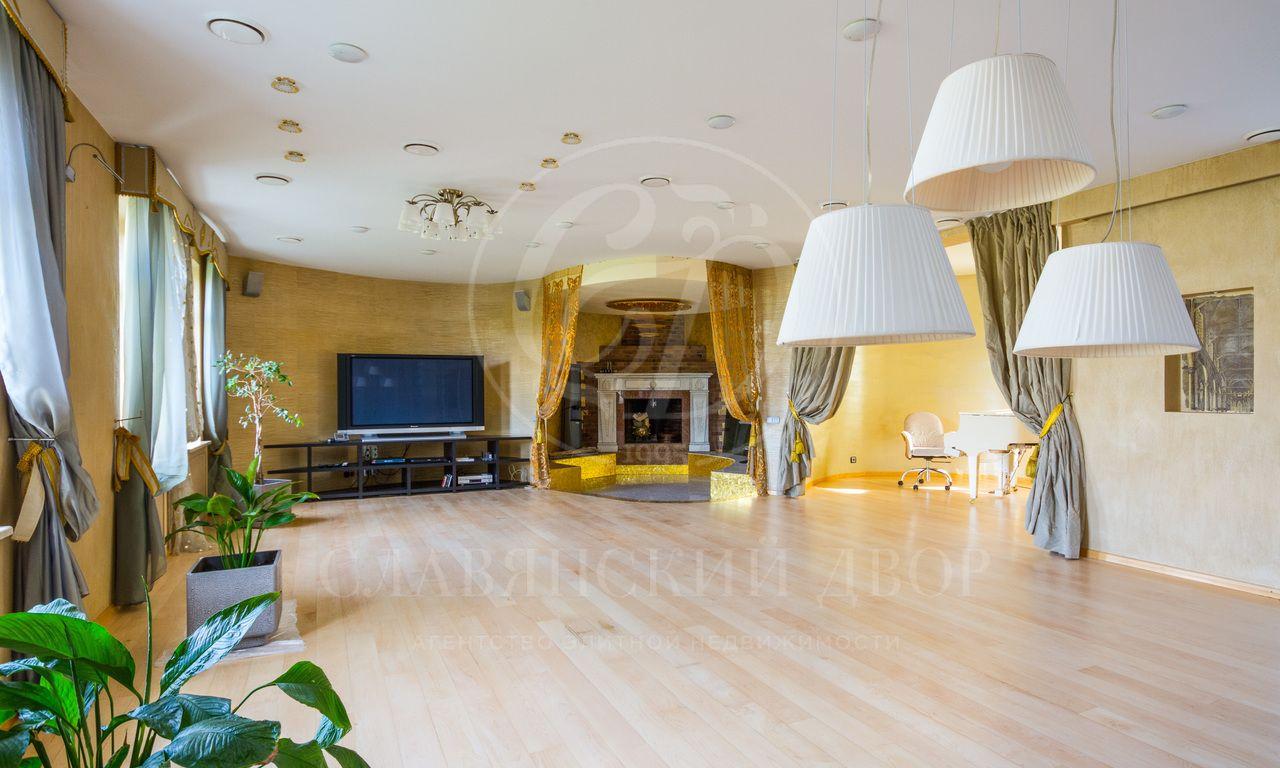 Великолепный двухуровневый пентхаус площадью 350 кв.м
