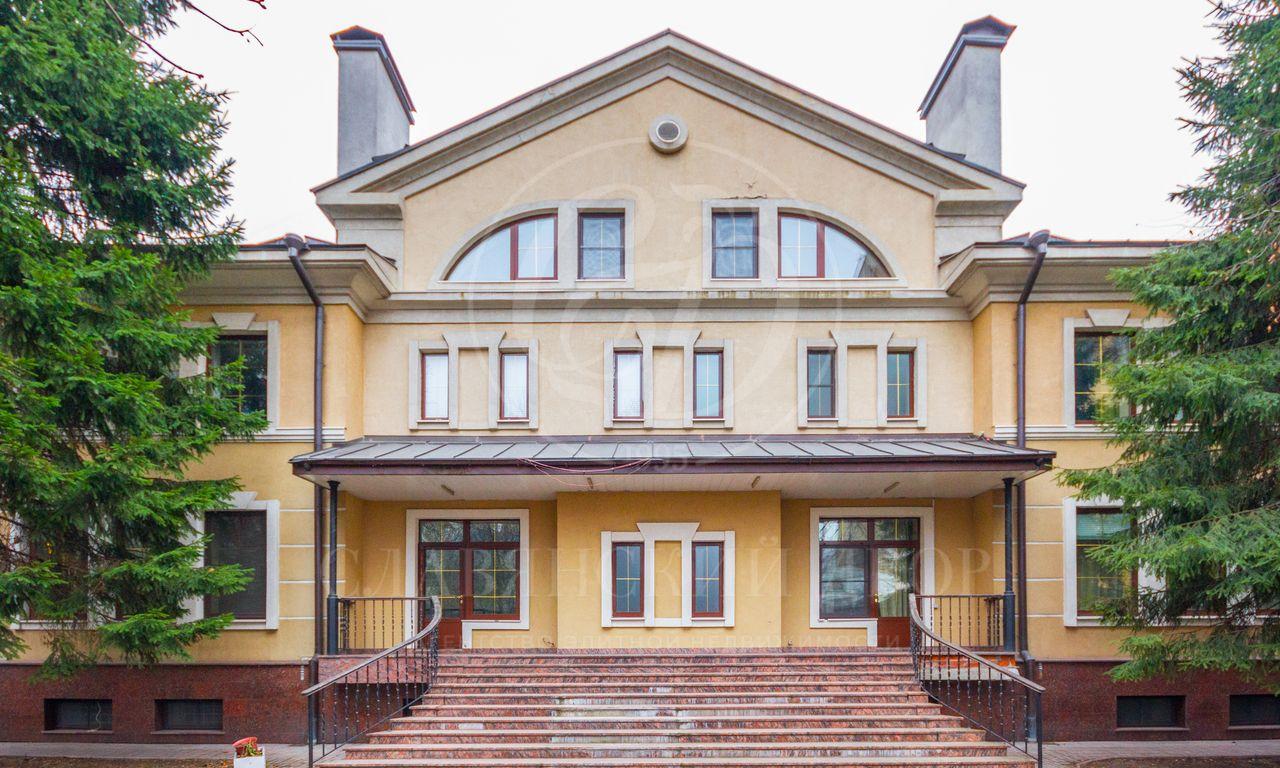 Отдельно стоящий особняк втихом центре Столицы