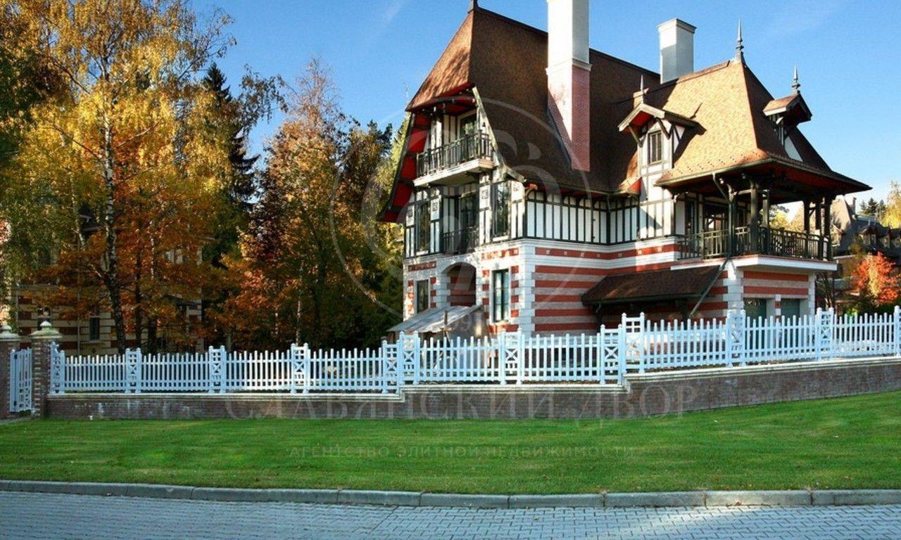 На продажу дом впоселке Довиль