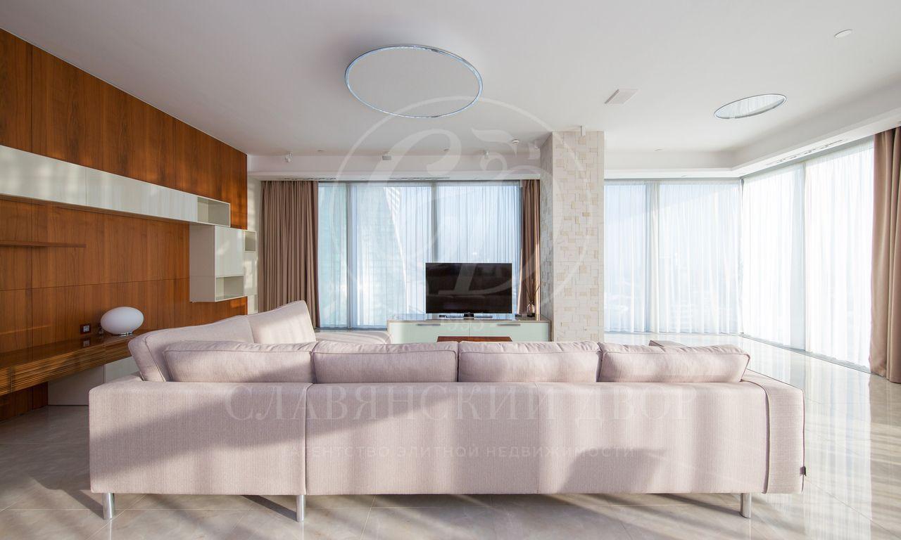 Эксклюзивный апартамент савторским дизайном ипотрясающим видом