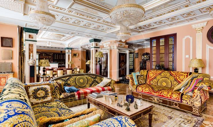 Шикарная квартира встиле Петергофского дворца