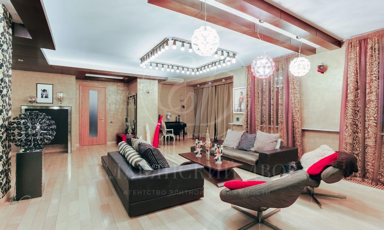 Дизайнерская двухуровневая квартира на Чистых прудах
