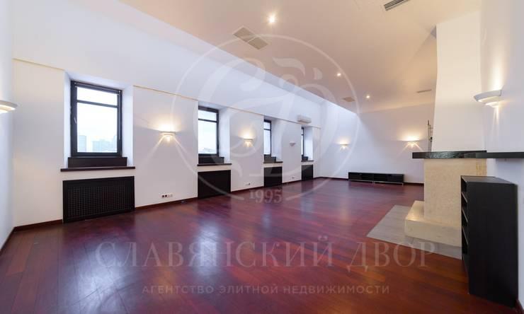 Предлагается двухуровненвая квартира в отреставрированном дореволюционном особняке