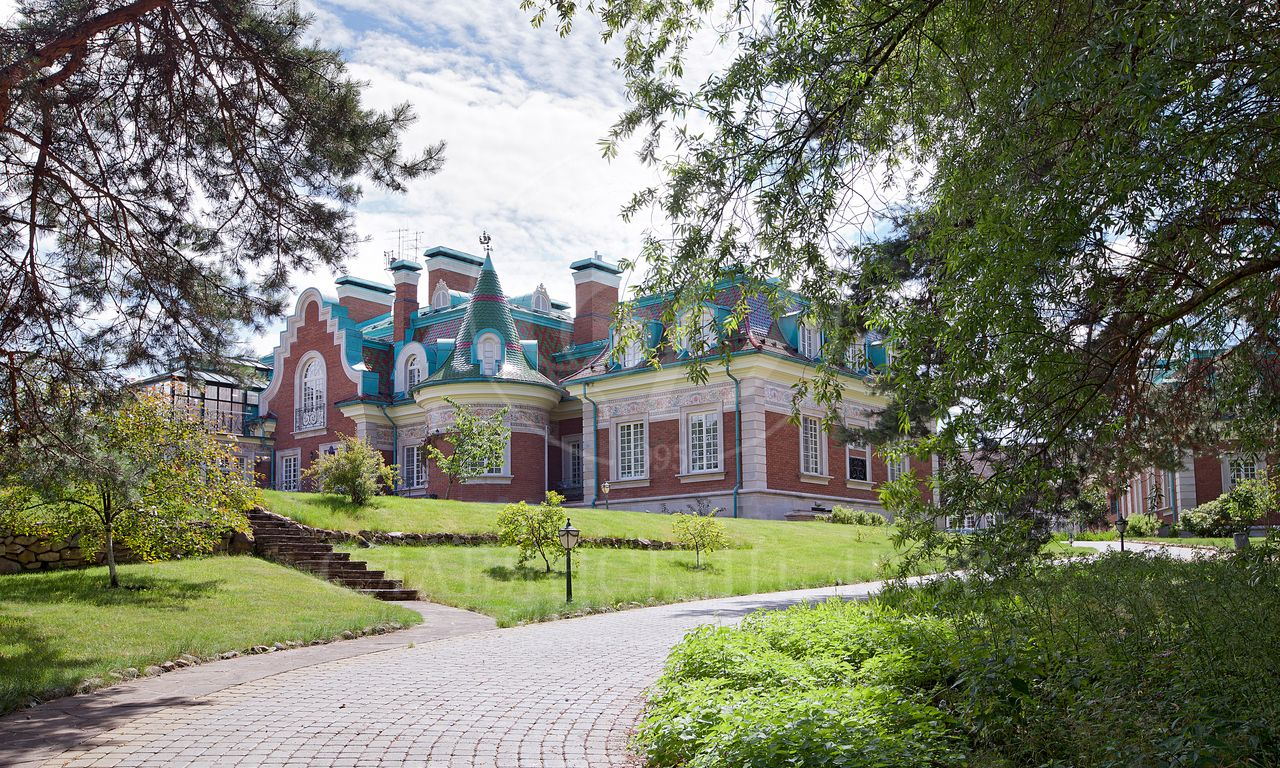 Барвиха. Роскошная резиденция на берегу Москва-реки со своим причалом