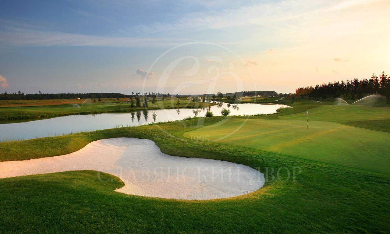 Свыходом на гольф-поле