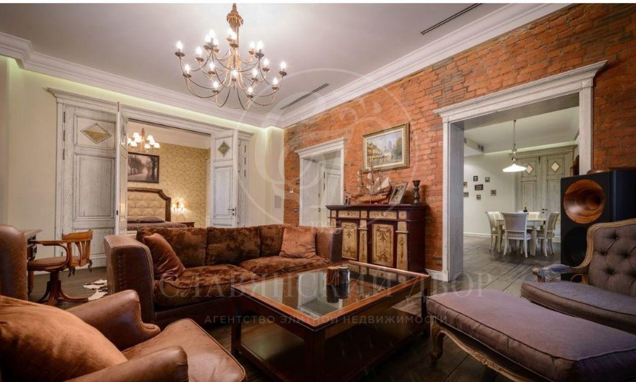 Предлагается 3-хкомнатная квартира на Пречистенке