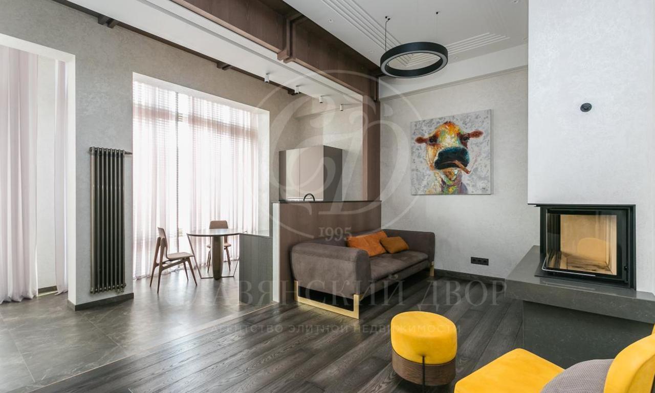 Новая квартира сдровням камином