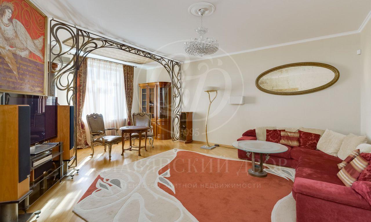 Уютная четырехкомнатная квартира  вэлитном ЖК «Золотые ключи 1«