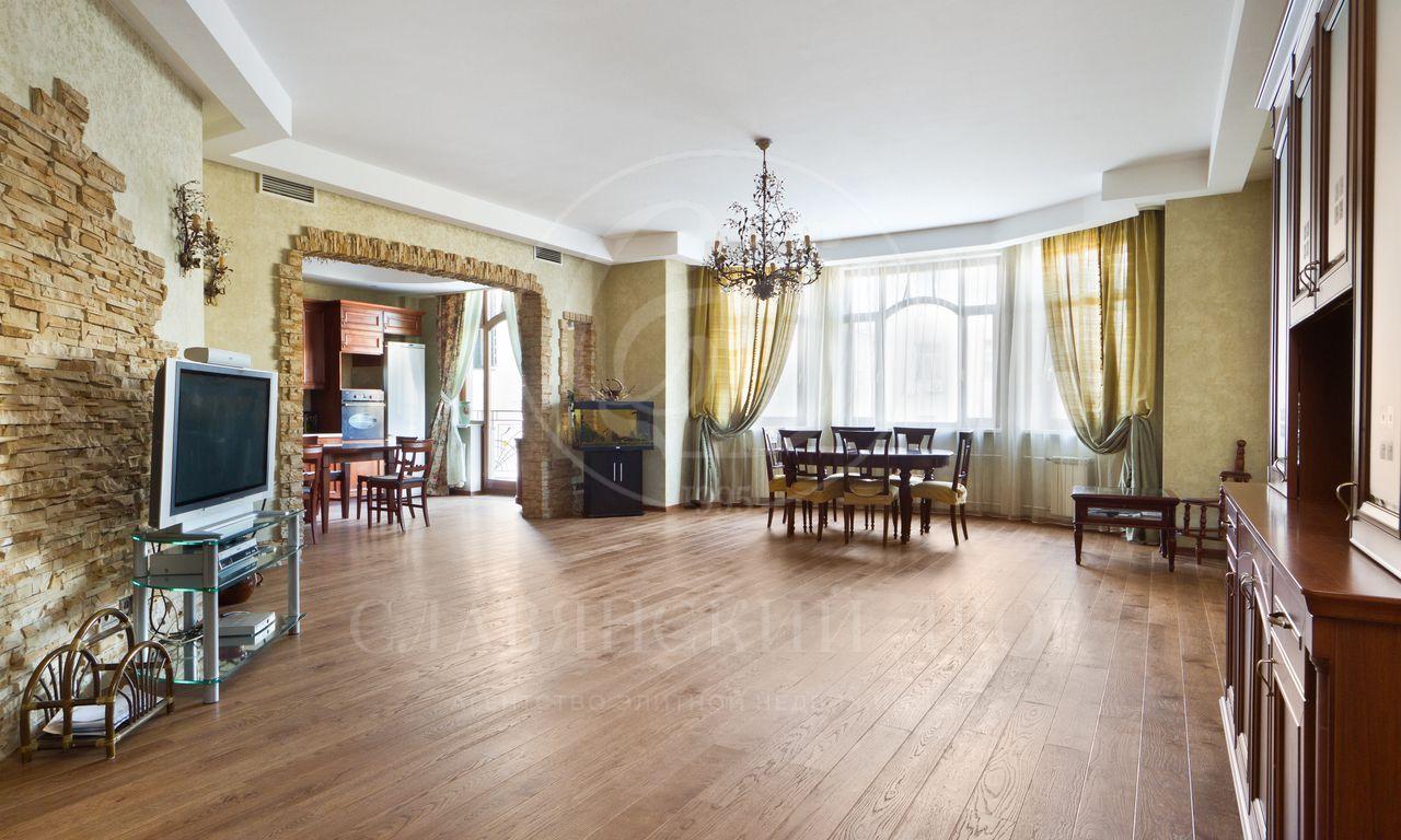 Предлагается на аренду прекрасная трехкомнатная квартира вХамовниках!