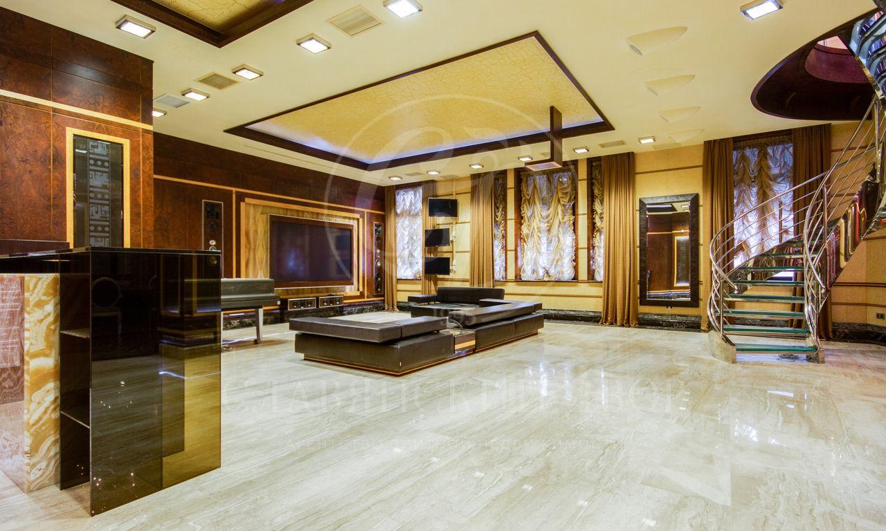 Трехуровневая квартира вклубном доме на Якиманке