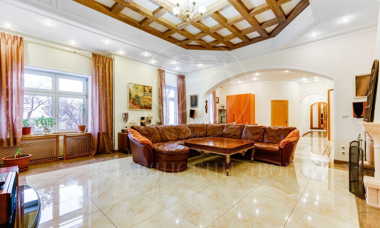 На аренду предлагается трехкомнатная квартира на Тверской!