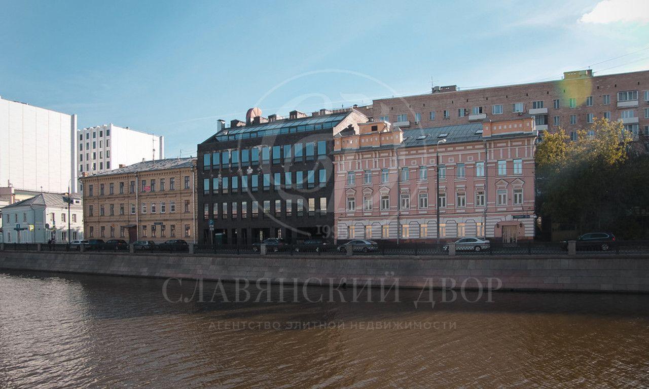 Продажа здания на Озерковской набережной