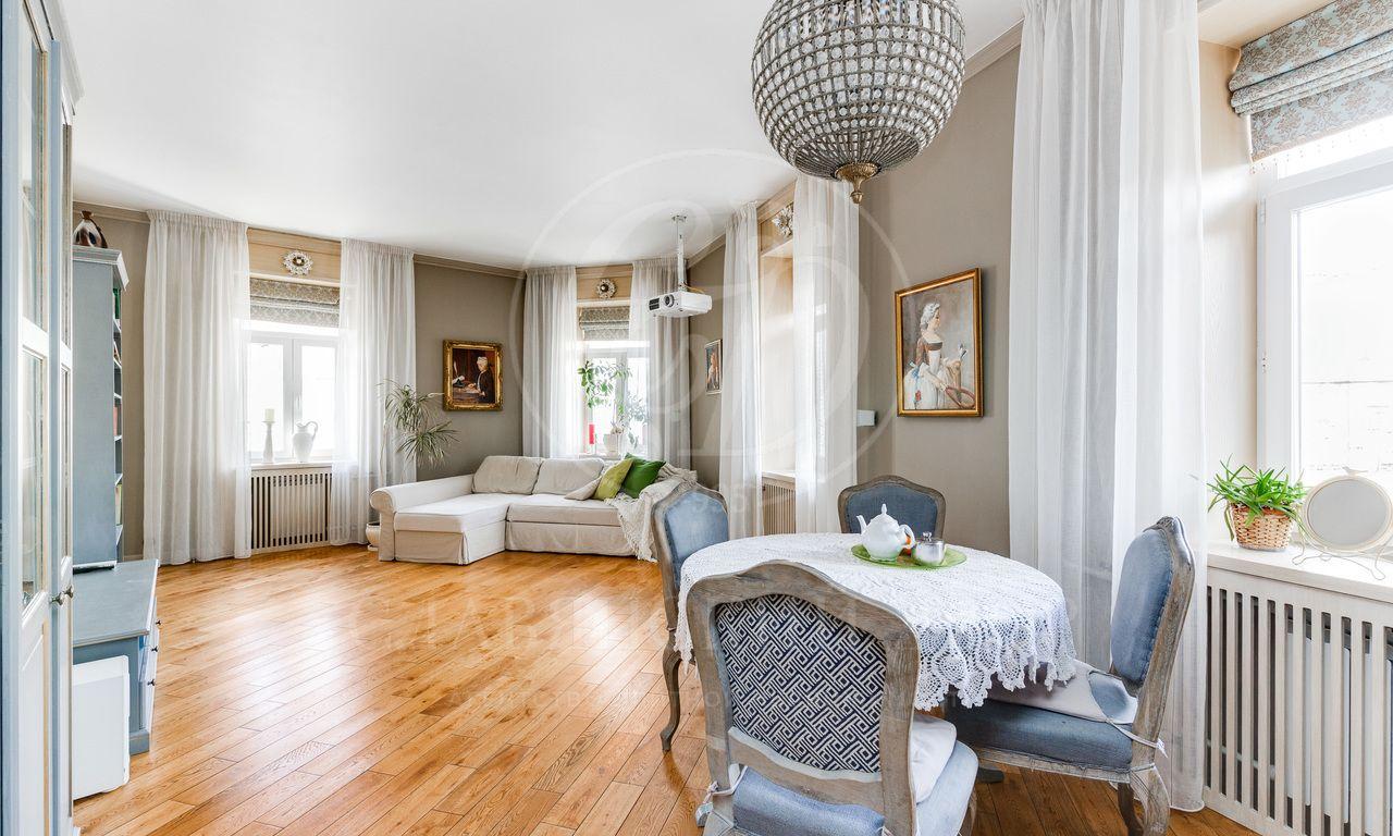 Продажа квартиры, Певческий пер