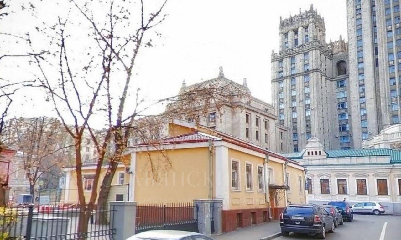 Продажа здания спарковкой впереулках Арбата
