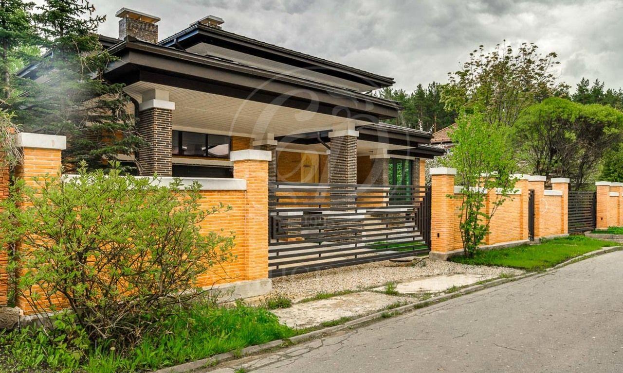 На продажу дом впоселке Барвиха Лес
