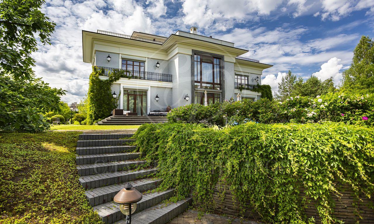 На продажу дом впоселке Стольное