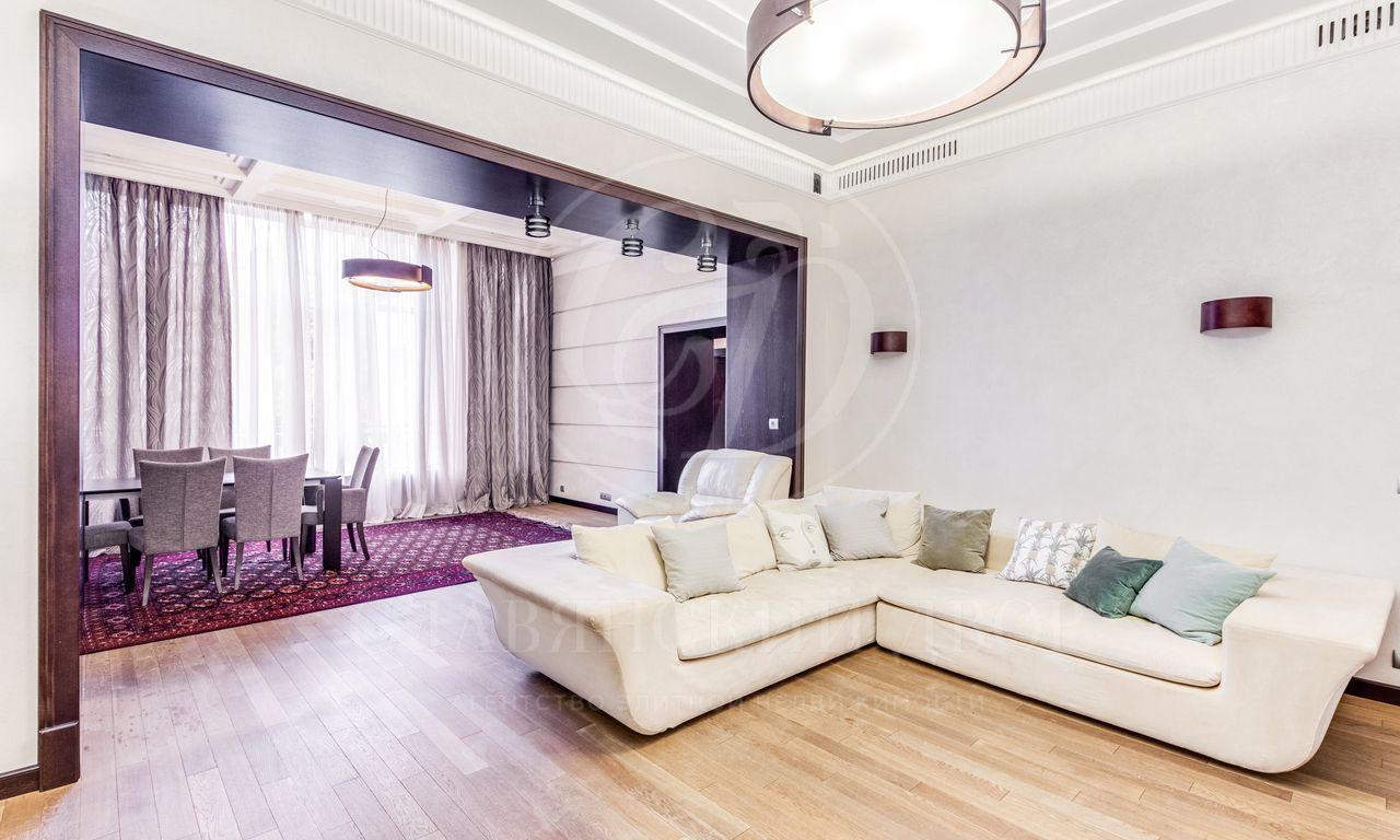 Предлагается четырехкомнатная квартира вклубном доме «Усадьба Нарышкиных»