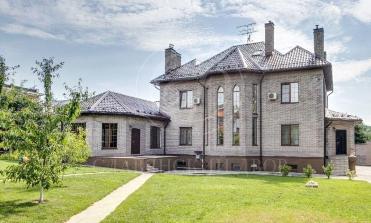 На продажу дом впоселке Сколково