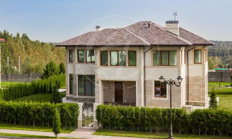 Новый современный дом спотрясающим панорамным видом на лес иреку