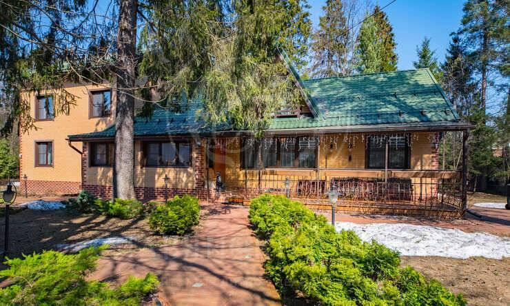 На продажу дом впоселке Лесные поляны