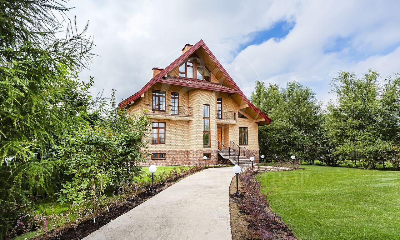 Абсолютно новый дом влесном поселке, впешей доступности от школы!