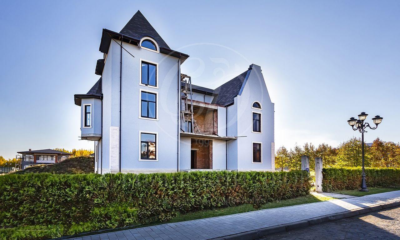 На продажу дом впоселке Шато Соверен (Chateau Souverain)