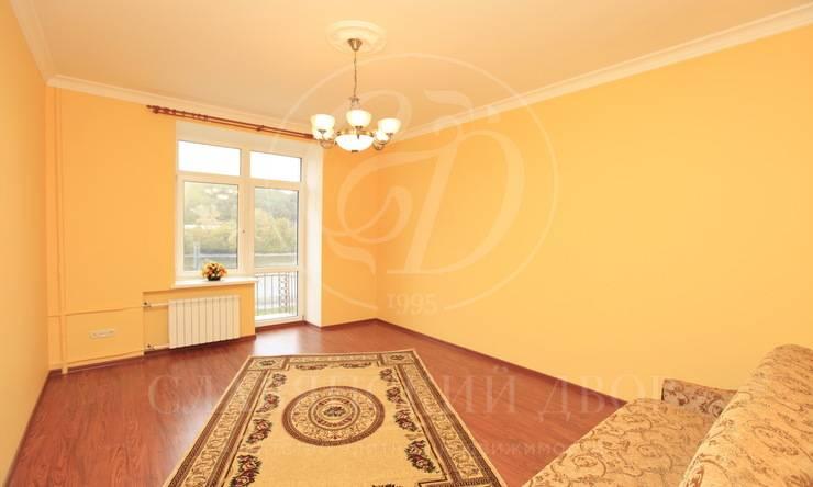 Всталинском доме скрасивым видом на Фрунзенскую набережную