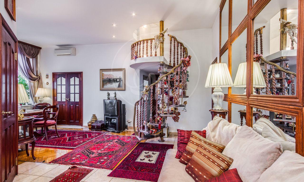 Квартира влегендарном особняки всердце Столицы