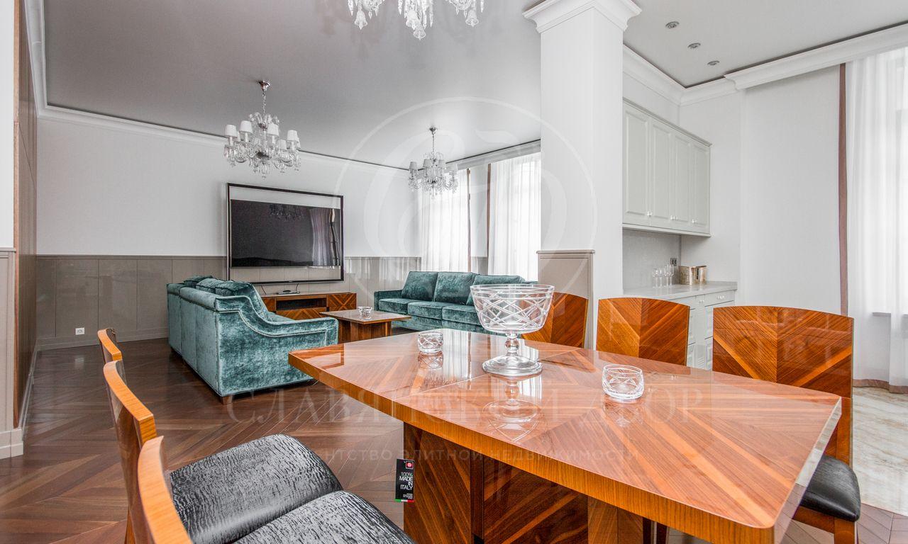 Шикарная трехкомнатная квартира водном из лучших домов Золотой мили