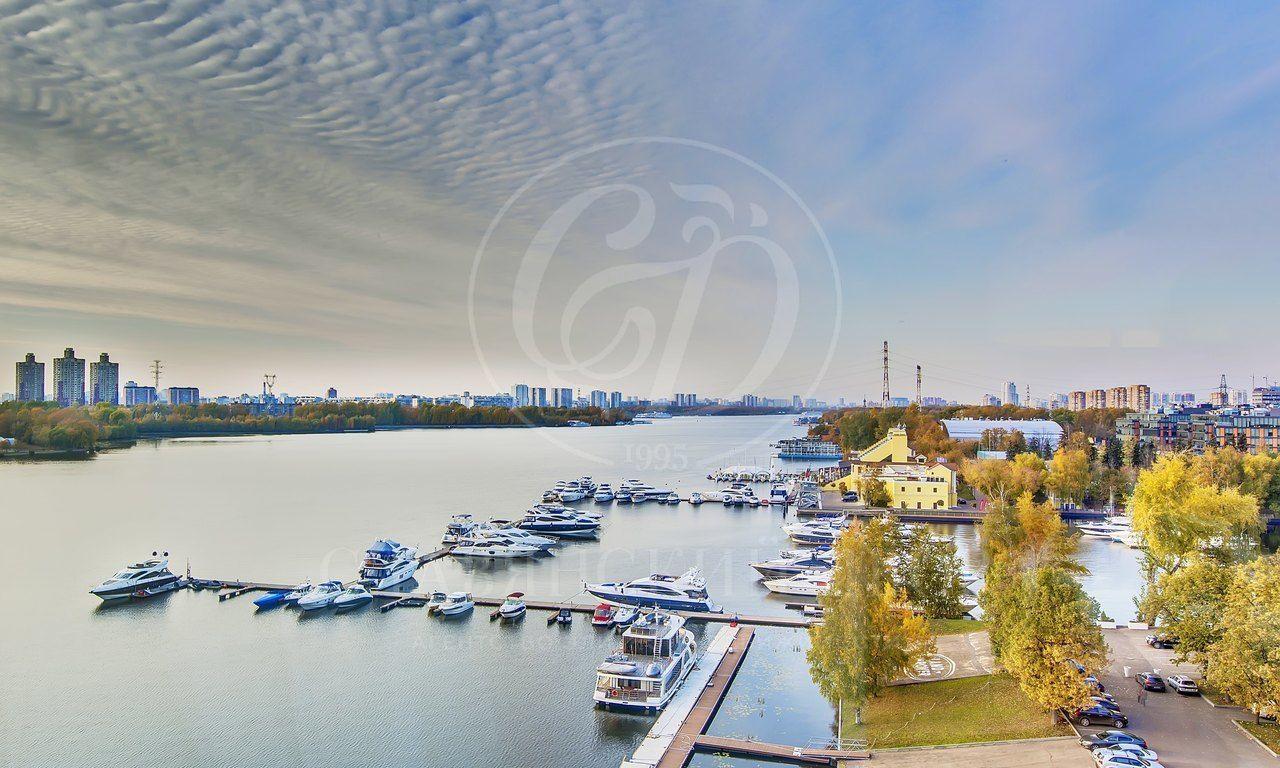 Продажа здания вкомплексе «Город Яхт»