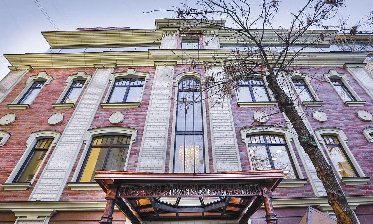 Роскошное здание врайоне Золотой Мили
