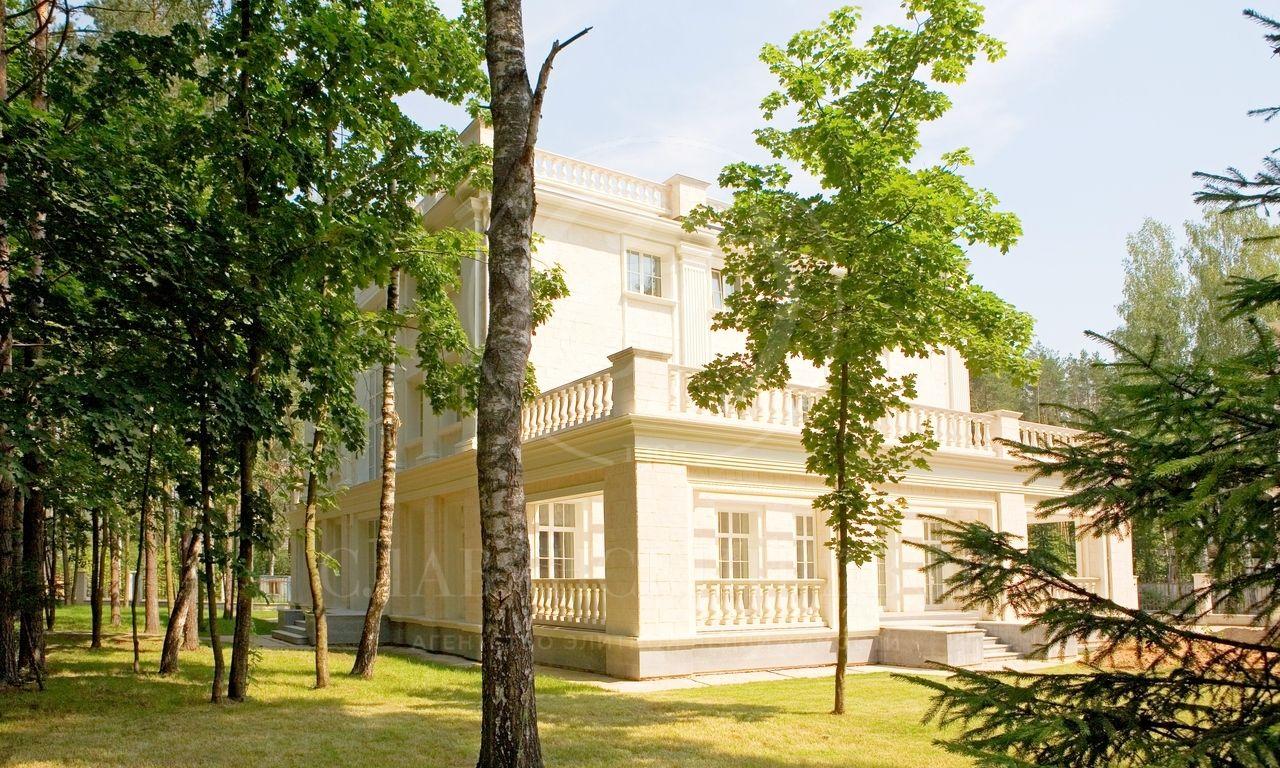 На продажу дом впоселке Сады Майендорф (бывшая территория санатория Барвиха)
