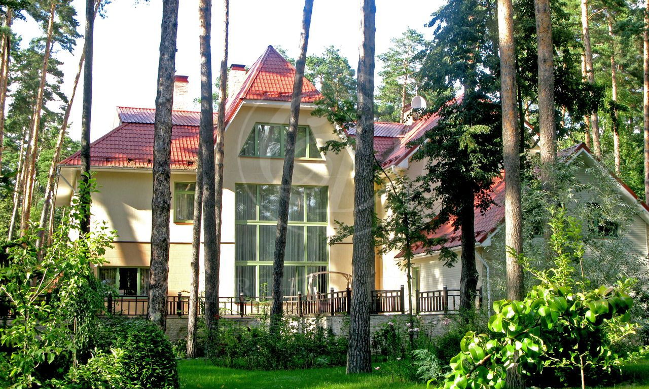 На продажу дом впоселке Дипломат