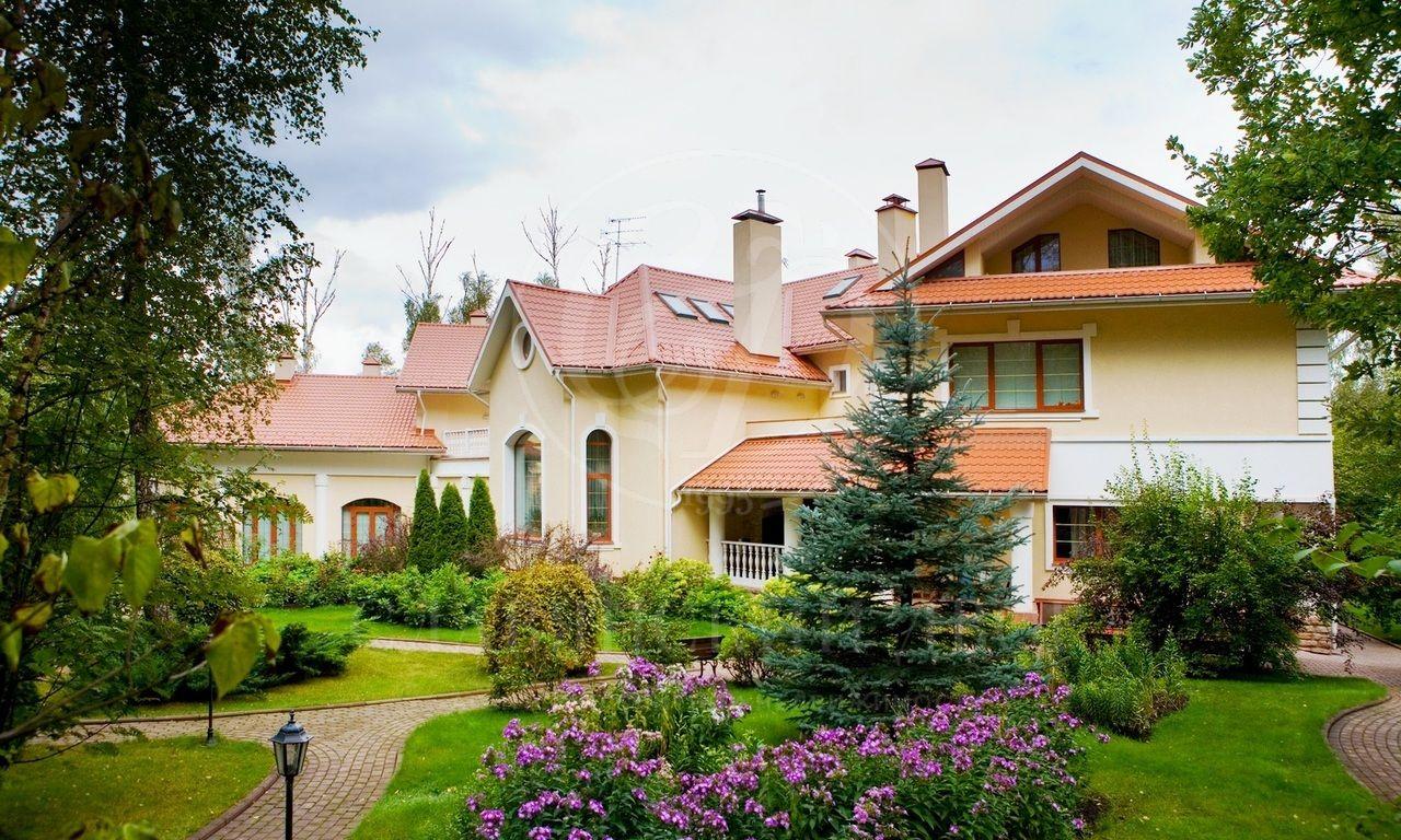 На продажу дом впоселке Изумрудный век