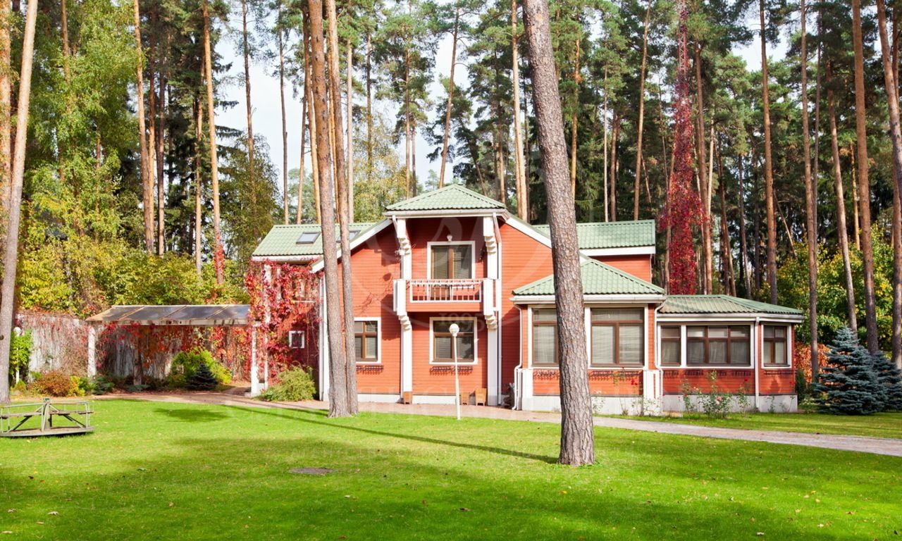 Варенду дом впоселке Жуковка  Академическая, Рублево-Успенское шоссе