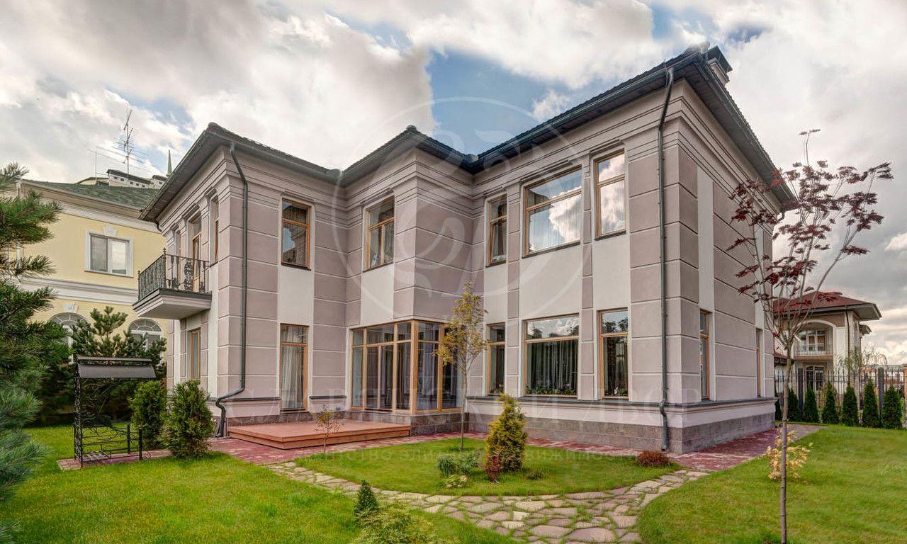 Новый современный дом готовый кпроживанию