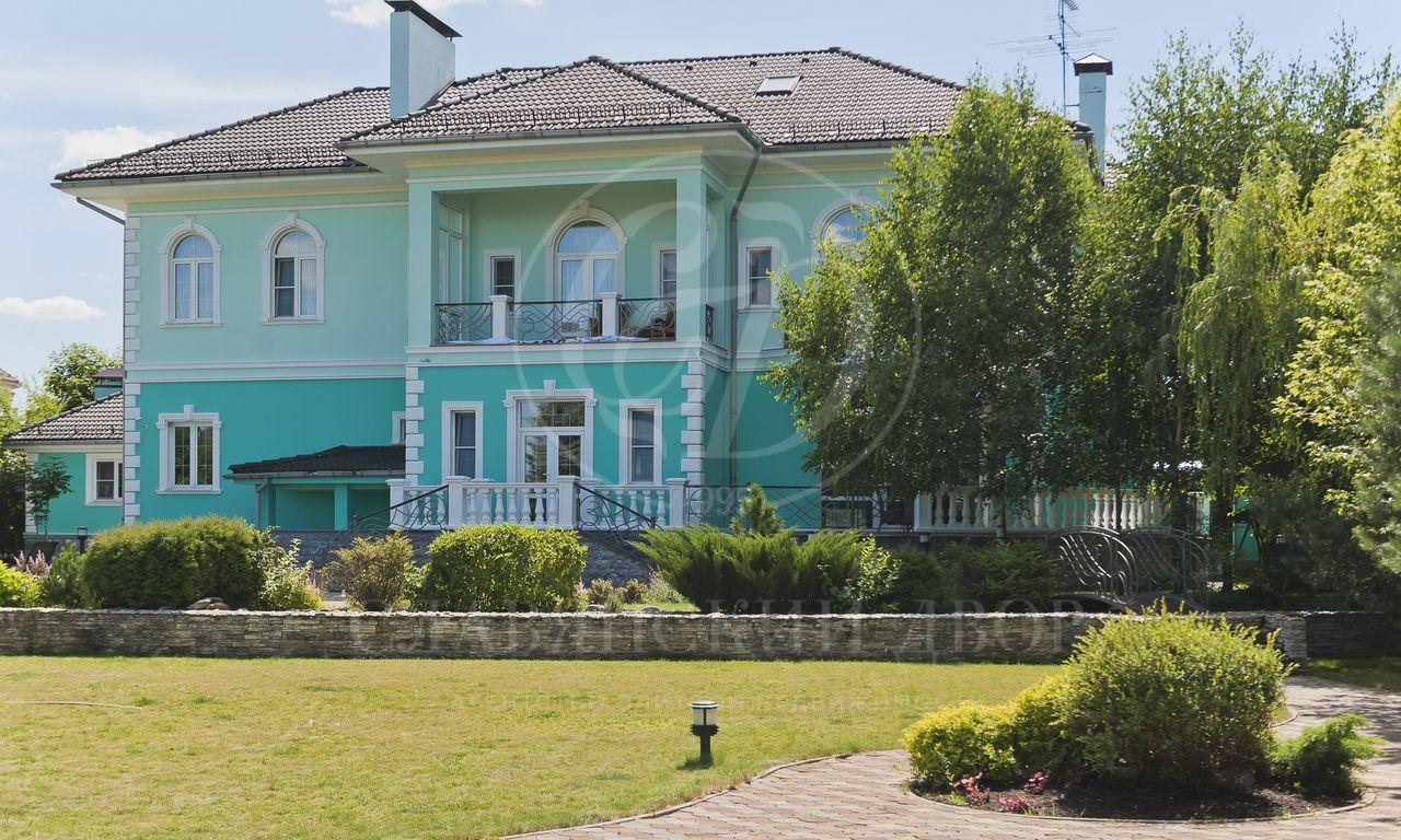 На продажу дом впоселке Золотой город