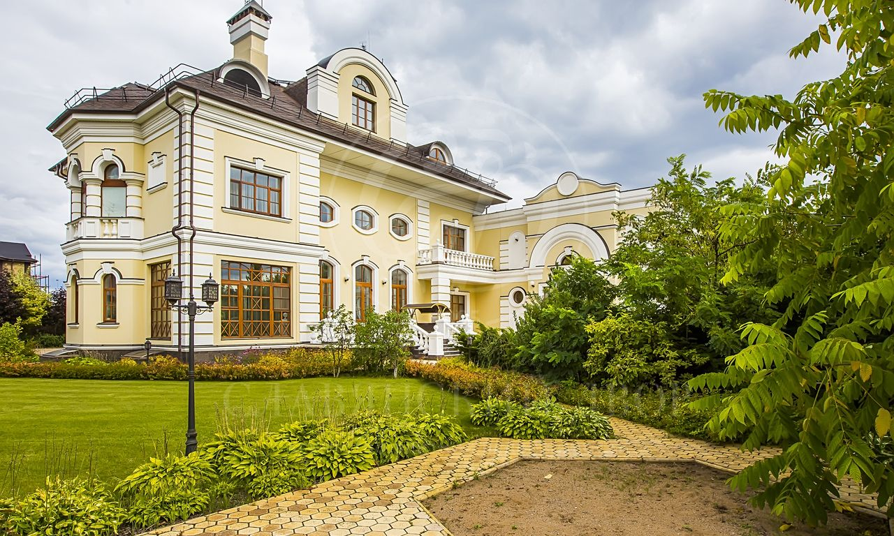 На продажу дом впоселке Знаменское поле