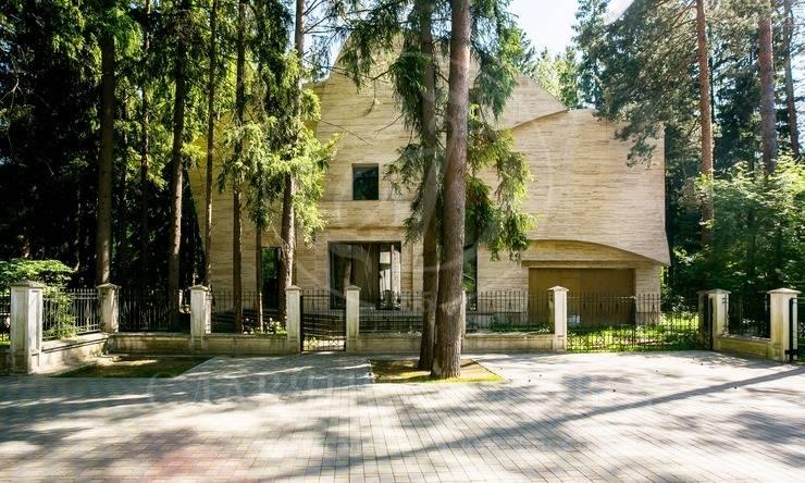 На продажу дом впоселке Лебединое озеро
