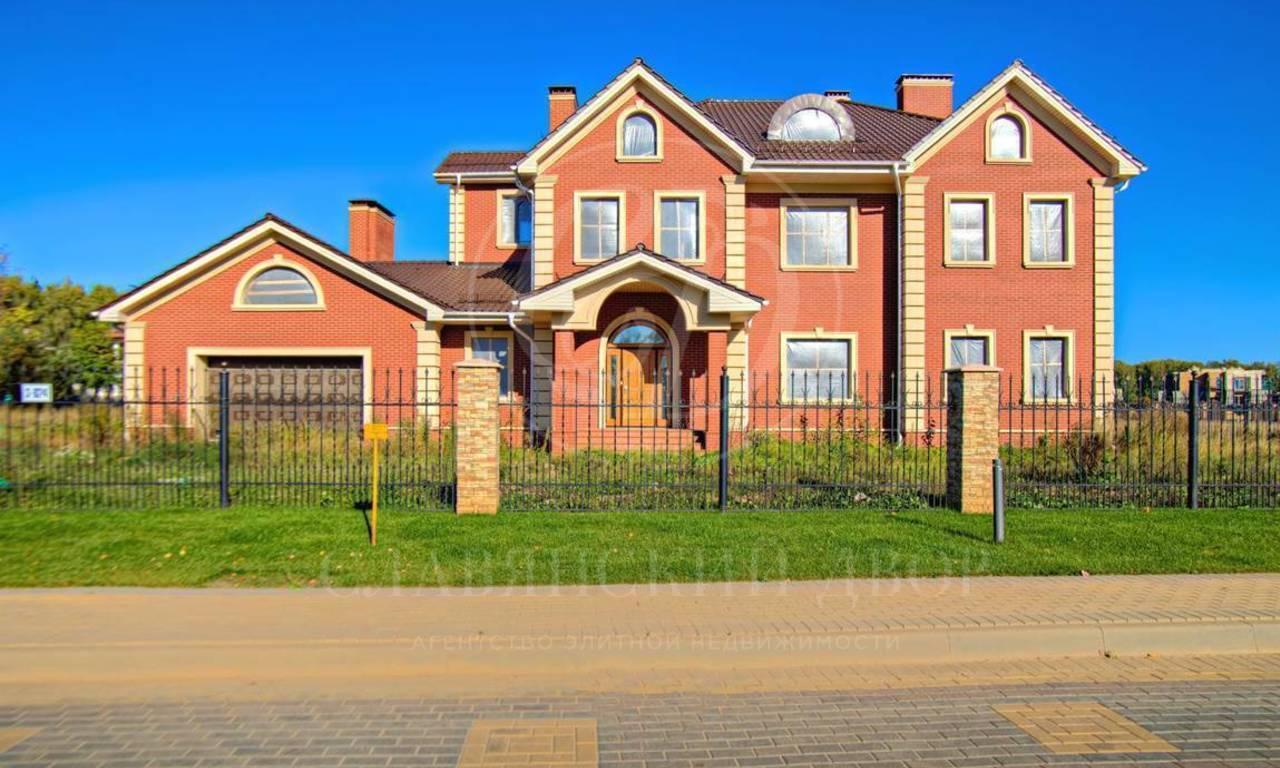 На продажу дом впоселке Монтевиль